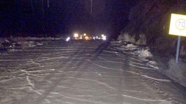 Fethiye - Antalya karayolu sel sebebiyle ulaşıma kapandı, kilometrelerce araç kuyruğu oluştu