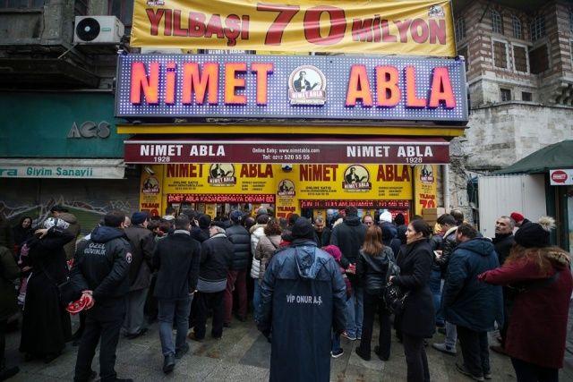 Milli Piyango bileti kuyruğu azalmıyor