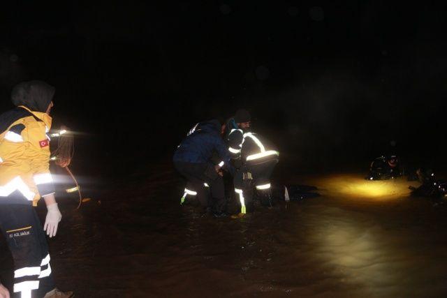 Hafif ticari araç baraj göletine düştü: 1 Ölü 1 yaralı