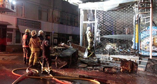 Fatih'te 5 katlı bina alev alev yandı