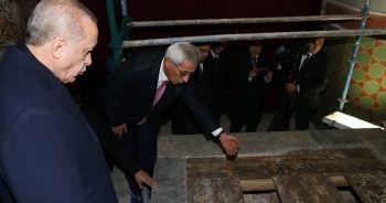 Hazreti Mevlana'nın kabrine giden merdivenin girişindeki kapının sırrı