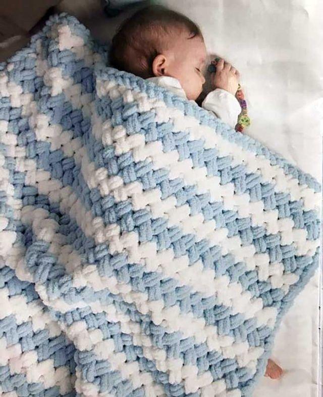 Kadife ipten bebek battaniyesi kaç ilmekle başlanır nasıl örülür