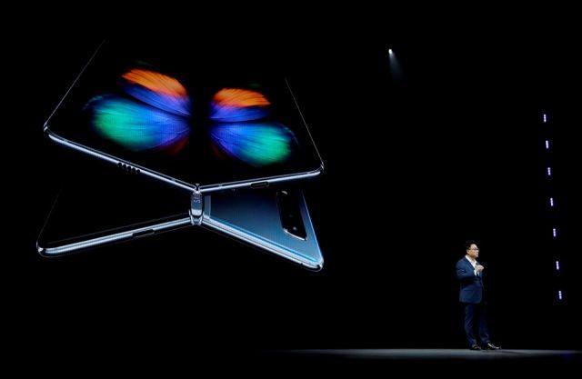 Samsung katlanabilir telefonu Galaxy Fold'u tanıttı! Türkiye fiyatı belli oldu