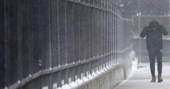 Gece boyunca etkili olan kar İstanbul'u beyaza bürüdü