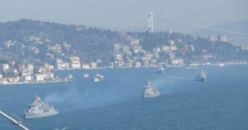 Türk savaş gemileri İstanbul Boğazı'ndan böyle geçti!