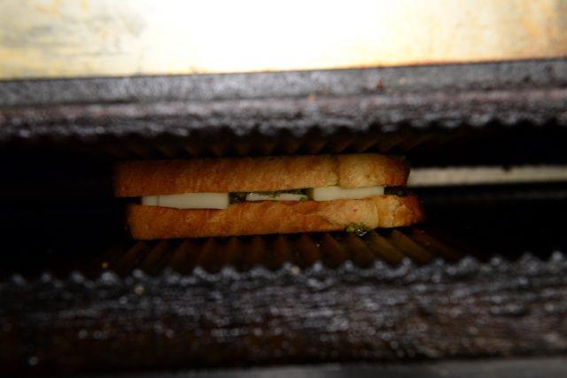 Adana'da katmerli tost büyük ilgi görüyor