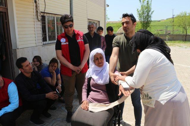 Suriye sınırındaki köylerde, kadınlara ilk yardım eğitimi
