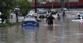 Ankara'da sağanak yağış bayram dönüşünü çileye çevirdi