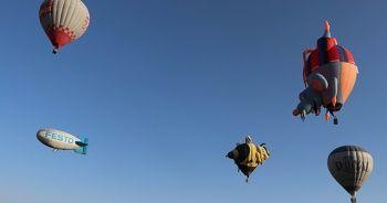 Kapadokya Balon festivalinde renkli görüntüler
