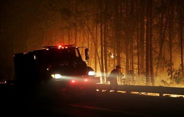Kaliforniya'da orman yangınları söndürülemiyor! Ünlüler evlerini terk ediyor