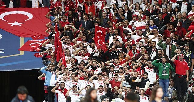 A Milli Takımımıza büyük destek!  Fransa kırmızı beyaz!