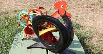 Aşçı Şaban Usta araba lastiklerinden sanat eseri yapıyor