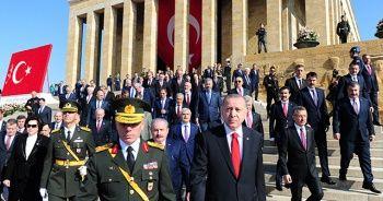 Cumhurbaşkanı Erdoğan Anıtkabir özel defterini imzaladı! 'Terör koridorunu dağıttık'
