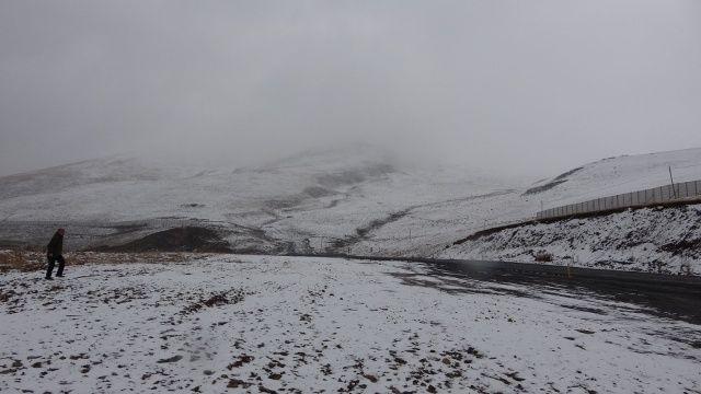 Ardahan'ın yüksek kesimleri beyaza büründü