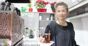Bu mahallede kadınlar çocuklarını kocalarına emanet edip kahveye gidiyor