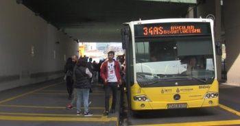 Metrobüs duraklarında 'işaretli bekleme yeri' dönemi
