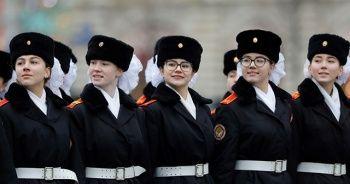 'Sovyet askerleri' Kızıl Meydan'da prova yaptı