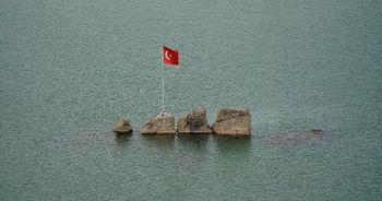 Sular çekilince tekne ile gittikleri yere yürüyerek gittiler