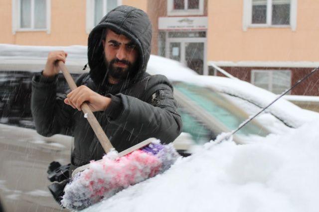 Yoğun kar yağışı hayatı felç etti