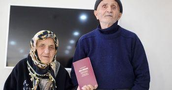 80'lik çift yıldırım nikahı ile evlendi