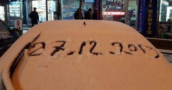 Beklenen kar yağdı! Vatandaşın yüzü güldü
