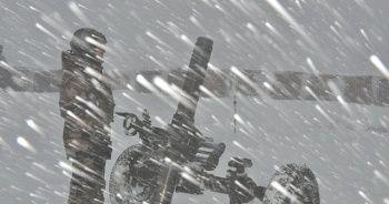 Mehmetçik soğuğa rağmen vatan nöbetini sürdürüyor
