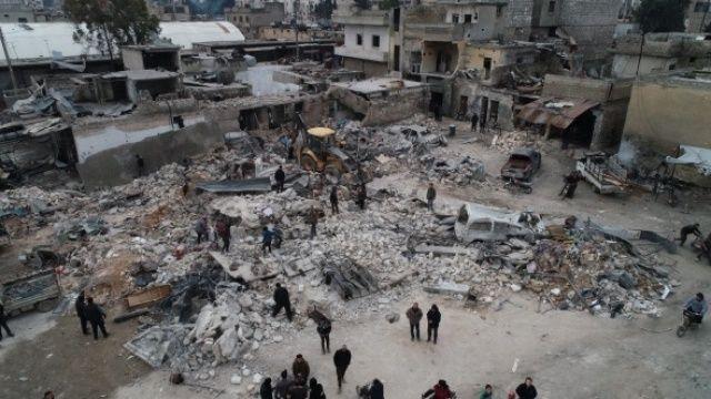 İdlib kan ağlıyor! Büyük tahribatın yaşandığı enkaz noktalarında çalışma başlatıldı