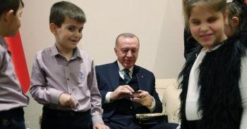 Başkan Erdoğan, görme engelli öğrencilerle buluştu