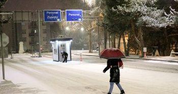 Meteoroloji uyarmıştı! Kar yağışı hayatı olumsuz etkiledi