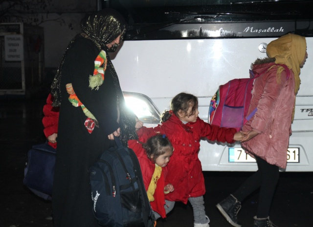 Mültecilerin Avrupa hareketliliği başladı: Sınıra doğru yola çıktılar