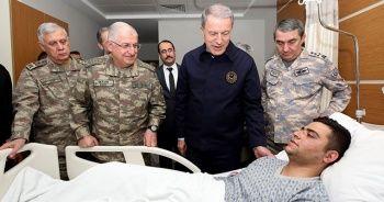 Bakan Akar ve TSK komuta kademesi, yaralanan askerleri ziyaret etti
