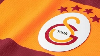 Galatasaray'a büyük müjde! Bir yıl daha kalıyor