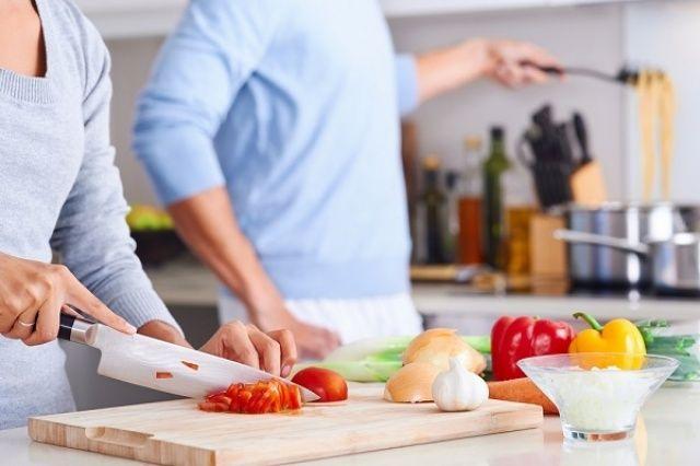 Evde yemek yaparken koronavirüse dikkat! Nelere dikkat edilmeli?