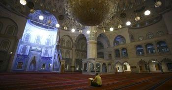 Kadir Gecesi'nde camiler koronavirüs tedbirleri nedeniyle boş kaldı