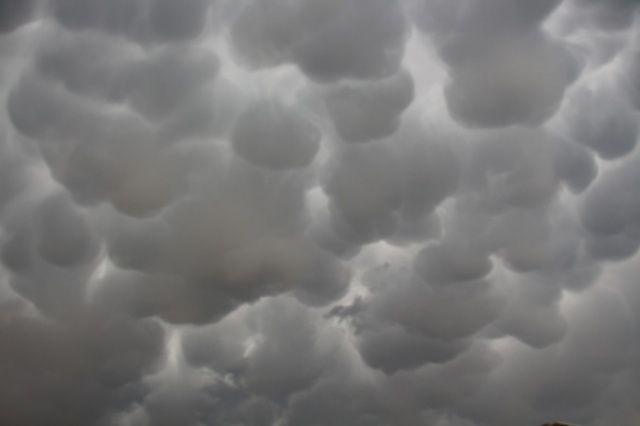Oltu semalarında esrarengiz bulutlar