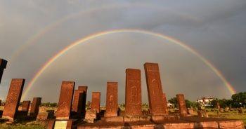 Gökkuşağının tarihi eserlerle hayranlık uyandıran görüntüsü