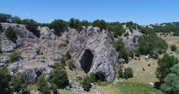 İki ili bu mağara ayırıyor