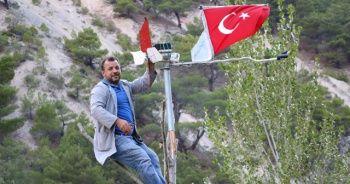 Türk bayraklarını aydınlatmayı başardı