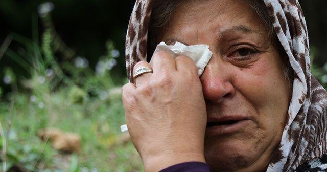 17 senedir harabe evin önünde her gün gözyaşı döküyor