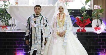 1 saatlik düğünün 40 dakikası takı töreniyle geçti