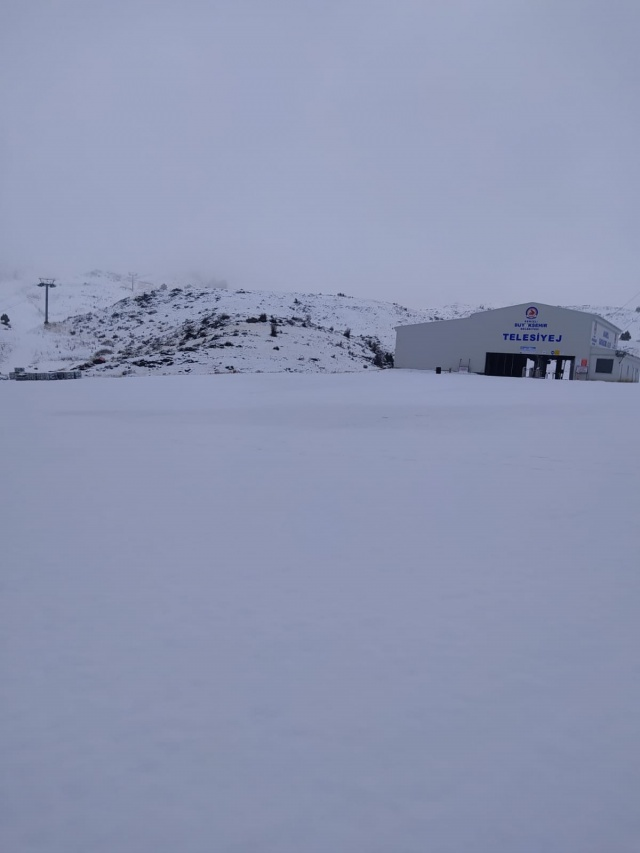 Kar kalınlığı 7 cm'yi aştı