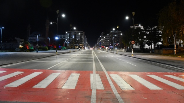 Kısıtlama başladı: Sokaklar sessizliğe büründü