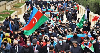 Azerbaycanlılar, Kelbecer'in işgalden kurtuluşunu kutluyor