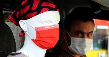 Taksiciden koronavirüse cansız mankenli önlem