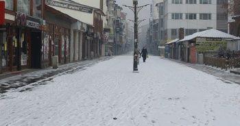 Kar kenti beyaza bürüdü