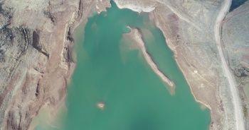 Ürküten görüntü: Sular çekildi, mezarlık ortaya çıktı