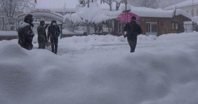 Kar kalınlığı 60 santimetreye ulaştı! Her yer beyaza büründü