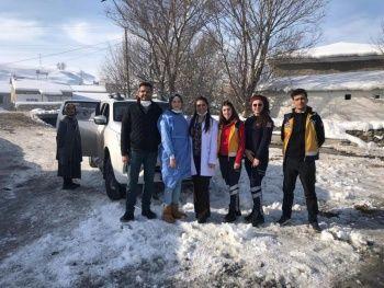 Filyasyon ekipleri karlı yolları aşıp, aşı yapıyorlar