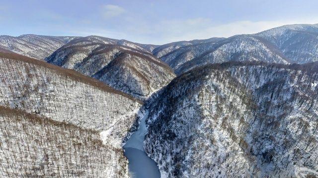 Karla kaplı dağın eteklerinden görsel şölen