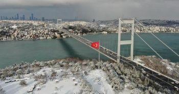 Fatih Sultan Mehmet Köprüsü'nde kar manzarası